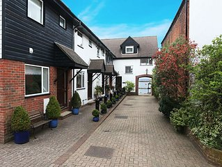 Wonderful family friendly centrally located Cowes house overlooking the Solent