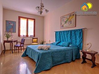Appartamento vicino la spiaggia, 10 posti letto, 2 bagni, wi-fi, parcheggio, bbq