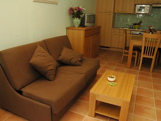 Groundfloor Apartment with private garden and terrace. 2 Outdoor Pools