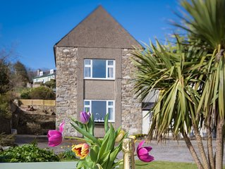In a peaceful location in Lower Llanbedrog yet with the National Trust beach and