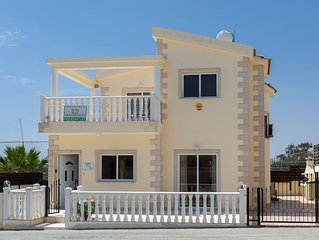 Villa Tia - 3 Bedroom Villa with Private Pool - 300 metres from Nissi Beach