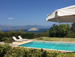 Villa Skorponeria luxury - next to the sea, close to Athens!