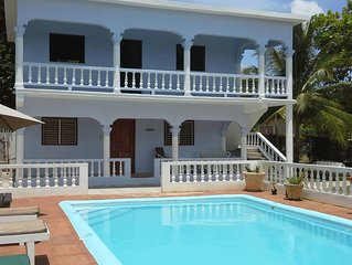 Pimento Apartment - Lovely pool. Wi-Fi, Cable TV Close to Ochi Rios and Beaches.