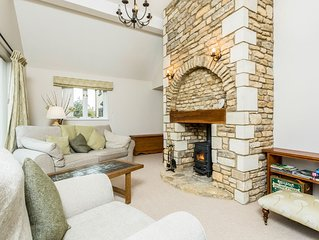 Modern Single Story Village Home Near Lechlade
