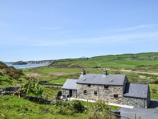 This holiday cottage enjoys a truly breath-taking location, commanding panoramic
