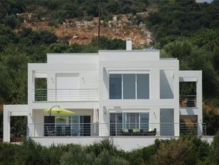 Stunning Modern Villa With Pool in Rural Setting Near The Beach