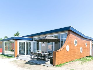 Modern holiday home with conservatory at 200m from the beach