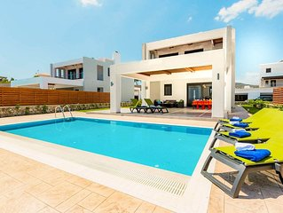 Villa Poseidon: Large Private Pool, Walk to Beach, Sea Views, A/C, WiFi