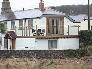 Refurbished Cottage With Large Balcony Overlooking River Neet