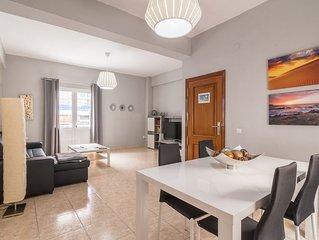 Amplio piso en Las Canteras de 3 dormitorios, playa a 100 metros.