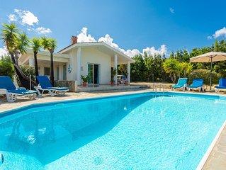 Villa Christia Maris: Large Private Pool, Walk to Beach, Sea Views, A/C, WiFi