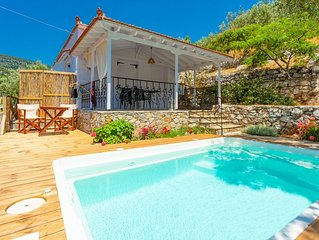 Neptune: Private Pool, Walk to Beach, A/C, WiFi