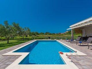 VILLA MIA (with heated pool and big garden)