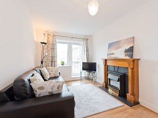 Cosy top floor apartment in riverside residence BACW62