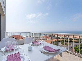Appartement vue panoramique océan, grande terrasse, piscine et parking privé.