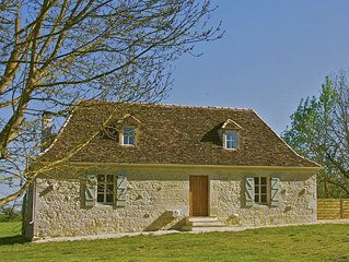 Renovated 17th Century Cottage For Two With Private Gardens And Cedar Hot Tub