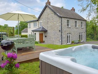 4 bedroom accommodation in Llanmill, near Narberth