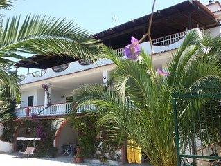 appartamento in villa con vista mare e piscina