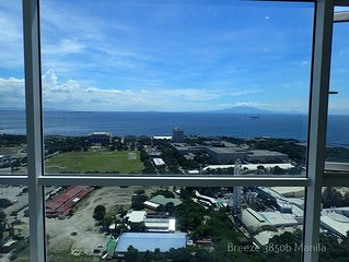 Manila Bay Perfection! Fast WiFi & Endless View!