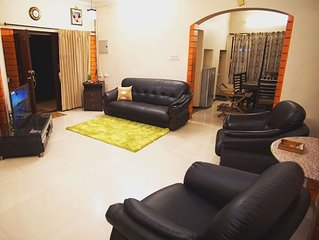 Nandhanam Eco Home Stay AC with BIke/Car Options
