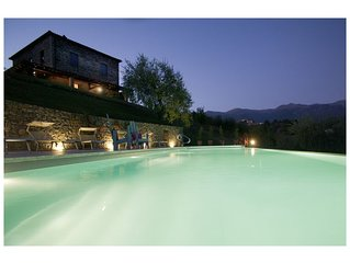 TUSCANY VILLA WITH INFINITY POOL AND FREE WIFI