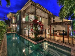 Deja Vu Palm Cove 3 Kings Heated Pool Private Luxury 5 mins walk beach cafe's