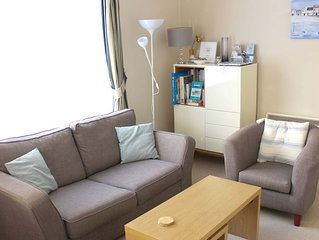 Comfortable Sidmouth apartment with parking, a minute's walk to seafront