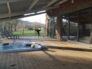 3 Bedroom Barn - sleeps 8 (Hot Tub)