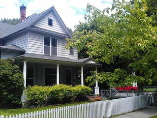 Tabor House Large Group / Family and Pet Friendly (sleeps 12) WHOLE HOUSE RENTAL