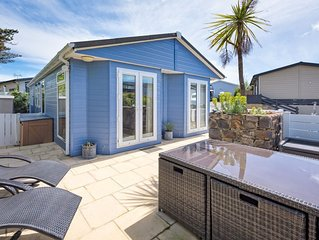 Lovely contemporary chalet with private terrace located on the exclusive Warren