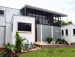 Affordable, Breathtaking Luxury! Private yet Close to Everything