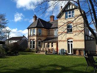 Luxury family-friendly Victorian Villa   Hot Tub   GamesRooms   Garden. Central.