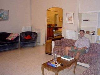 Appartamento storico sulla piazza Obelisco/Historic apartment on piazza Obelisco