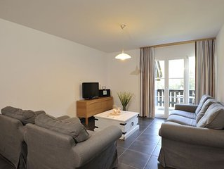 2 bedroom Apartment, sleeps 4 with FREE WiFi and Walk to Shops