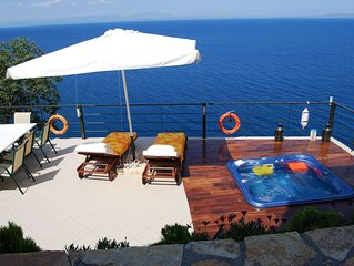 MAGIC VIEW -OPEN AIR JACUZZI -IDEAL FOR HOLIDAYS OR CLIMBING