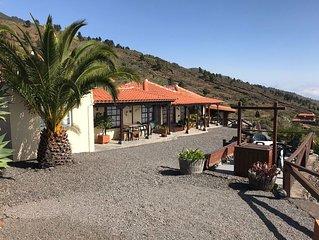 Finca Ventura con piscina, vistas al mar y a la montaña.