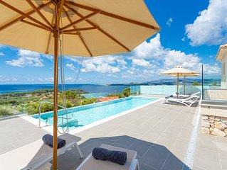 Villa Lassi Illios: Large Private Pool, Walk to Beach, Sea Views, A/C, WiFi