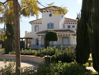 Luxury Villa With Heated Pool, Views Of The Golf Course And Mountains