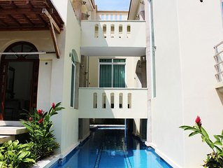 Five bedroom holiday house with pool