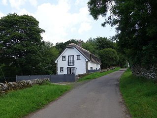 Thatched Cottage - Luxury 4 Bed Holiday House near Dundee