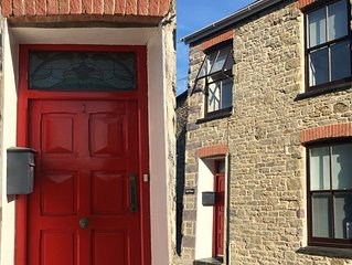 Bell House ♥ in the heart of St Davids with Parking & Wifi. Sleeps 2-8
