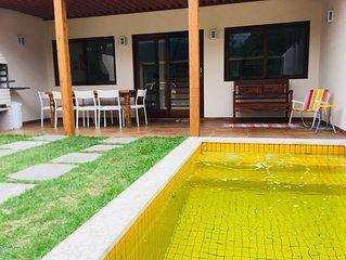Novinha, Frente Praia, 3 suites c/ ar cond. piscina/hidro, wi-fi, netflix,