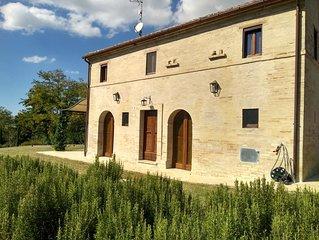 Villa Casale Leporello, 7 posti letto, con Piscina in splendida posizione