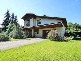 Villa EverGreen in downtown with private garden (Garage parking,Patio & Hot tub)