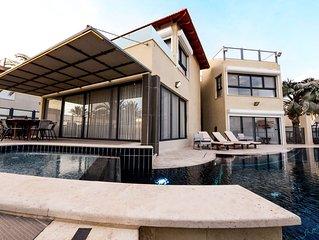 Beautiful 4 bedrooms villa with sea view