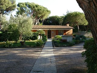 Tuscan Haven of Peace, for 8, in a quiet gated community, 100m from beach