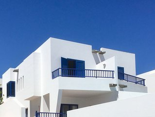 Marina Rubicon - Villa 2 Bedroom - Minutes to the Sea Front, Pool, WIFI.
