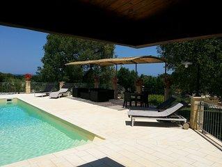 Villa con piscina privata vista mare vicino Oasi naturale WWF Torre Guaceto