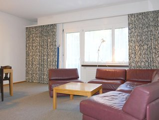2 bedroom Apartment, sleeps 5 with FREE WiFi and Walk to Shops