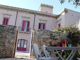 Castello ad Erice valle, piscina, hot tub, vista Egadi, giardini, bbq,free park